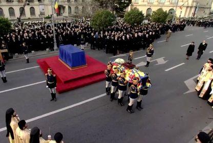 El último adiós al rey Miguel unió a los rumanos
